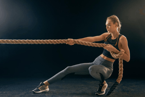 Womain training with rope