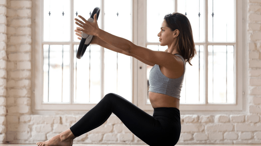 Yoga vs Pilates For Weight Loss - girl practicing pilates